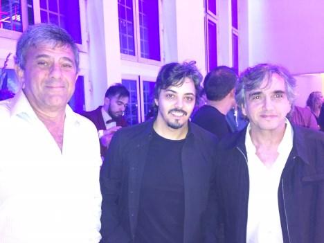 Marcelo Canzani de DBN, Yaco González, mánager de Jairo, y Alejandro Paolini de Warner