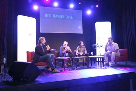 Eduardo Bergallo, moderador, junto a Norberto Caudet, David Chaikh y Daniel Ovie